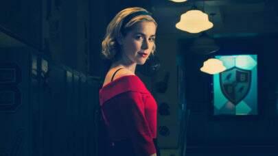 """Atriz que vai viver a jovem Sabrina em """"O Mundo Sombrio"""" é igual a protagonista"""