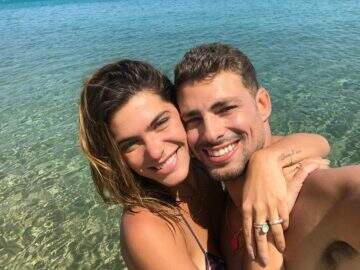 Após rumores de volta do namoro, Cauã Reymond publica foto com Mariana Goldfarb
