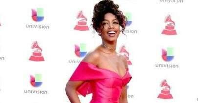 Após realizar performance no pré-Grammy Latino, IZA diz que adoraria fazer dueto com a Shakira