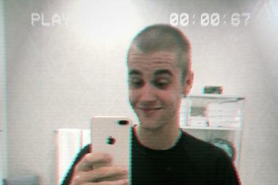 Após raspar o cabelo, Justin Bieber aparece com uma tatuagem no rosto