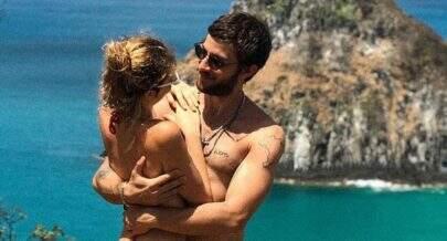 Laura Neiva se declara para Chay Suede em foto romântica e revela apelido do ator