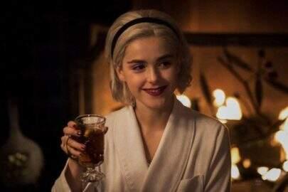 """Primeiras imagens do especial de Natal de """"O Mundo Sombrio de Sabrina"""" são divulgadas"""