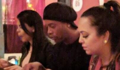 Ronaldinho termina namoro com as duas namoradas, diz jornal