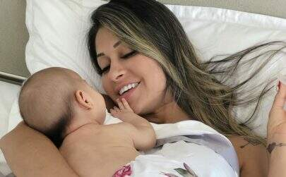 """Mayra Cardi mostra a """"expectativa e realidade"""" da maternidade"""