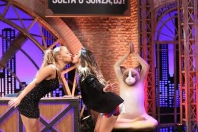 """Luisa Sonza revela que troca fotos no banheiro com Whindersson: """"Não são nudes, é o coco mesmo"""""""