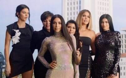 Internautas encontram erros de photoshop no cartão de Natal da família Kardashian
