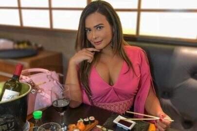 """Geisy Arruda divulga foto provocante e reclama da falta de sexo: """"Faz uma eternidade"""""""