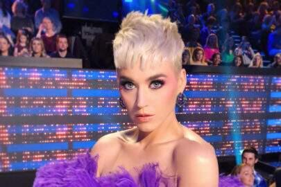 """Aos 12 anos, Katy Perry foi suspensa de colégio por """"movimentos sexuais com uma árvore"""""""
