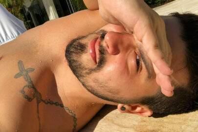 """Fãs notam """"volume"""" ENORME em Luan Santana e sertanejo dispara: """"É o joelho"""""""