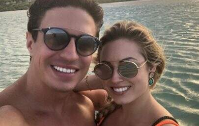 "Ex-BBB Jéssica Mueller confirma fim do namoro com DJ: ""Coroa intacta"""