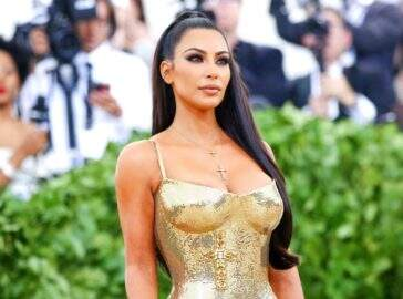 Kim Kardashian está esperando o quarto filho de uma barriga de aluguel, diz site