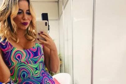 Marília Mendonça mostra seios mais avantajados após silicone