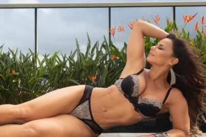 """Após Belo pedir perdão por traição, Viviane Araújo divulga fotos de lingerie: """"O que acharam?"""""""