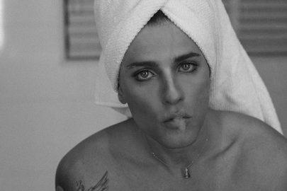 """Bruno Gagliasso relembra ensaio e fãs reagem: """"Pensei que era uma mulher"""""""