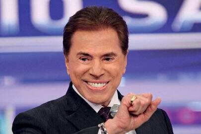 Silvio Santos aparece no SBT com topete e cabelo pintado