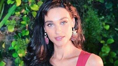 """Débora Nascimento posta foto com José Loreto em festa da filha: """"Luz e amor"""""""