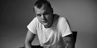 """""""Tim"""": Álbum póstumo de Avicii será lançado este ano"""