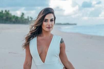 """Ex-BBB Carol Peixinho posa pensativa no Instagram e fãs notam: """"Bumbum aumentou"""""""