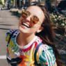 "Larissa Manoela abusa do decote com look pink brilhante em Los Angeles: ""Maravilhosa"""