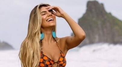"""Em Noronha, ex-BBB Hariany Almeida posa de biquíni e exibe barriguinha sarada: """"Zero defeitos"""""""