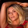 Giovanna Ewbank surge sexy de lingerie vermelha e Bruno Gagliasso reage