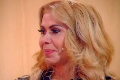 """Joelma chora durante o """"Encontro"""" e pede perdão aos filhos: """"Tenho que resolver tudo sozinha"""""""