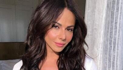 Viviane Araújo posa sem maquiagem e esbanja beleza natural em nova selfie