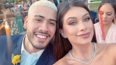 Voltaram? Kevinho e Flávia Pavanelli se beijam em festa de casamento de Carlinhos Maia