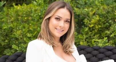 De biquíni, Carol Dantas exibe barrigão na reta final da gravidez