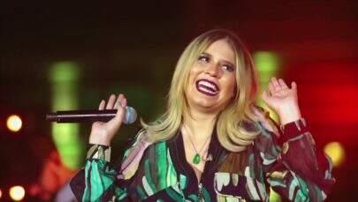 Cantor faz show só com pais na plateia e recebe convite emocionante de Marília Mendonça
