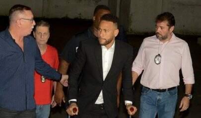 Neymar nega ter feito sexo sem consentimento e diz que deu tapas em Najila a pedido dela