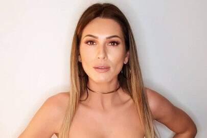 """Lívia Andrade aparece de lingerie no camarim do SBT: """"A roupa sumiu"""""""