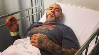 """Após polêmica com freiras e acidente de moto, Henrique Fogaça pega pneumonia: """"Zica braba"""""""