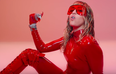 "Miley Cyrus lança clipe empoderador e poderoso para ""Mother's Daughter"""