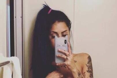 """Tati Zaqui divulga foto sensual no Instagram e fã reclama: """"Crianças te seguem"""""""