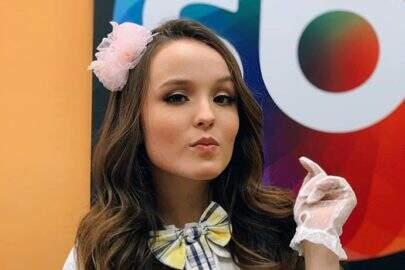 """Aos 18 anos, Larissa Manoela avisa que não perdeu sua essência: """"Eterna criança"""""""
