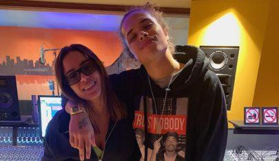 Nova parceria? Vitão aparece em estúdio com Anitta