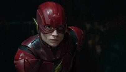 Ezra Miller confirma que continua sendo o Flash dos cinemas