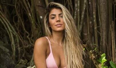 Ex-BBB Hariany Almeida posa de biquíni e relembra dia de piscina