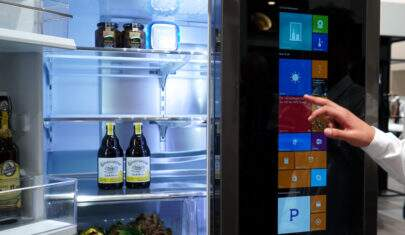Mãe confisca celular e garota usa geladeira para postar no Twitter