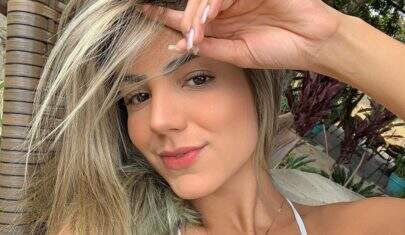 """Ex-BBB Hariany Almeida posa sem sutiã e exibe tatuagem secreta: """"Mulher perfeita"""""""