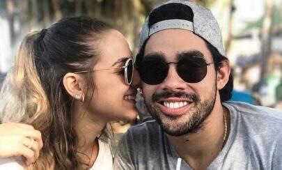 Namorada de Gabriel Diniz chora e revela que cantor foi vítima de roubo após acidente