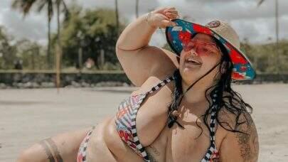 """Thais Carla posa de biquíni e reflete: """"Corpo perfeito é o que você já tem"""""""