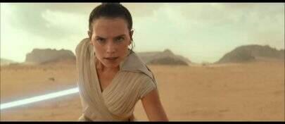 """""""Star Wars: A Ascensão Skywalker"""": Novo teaser relembra saga e mostra Rey com sabre de luz vermelho"""