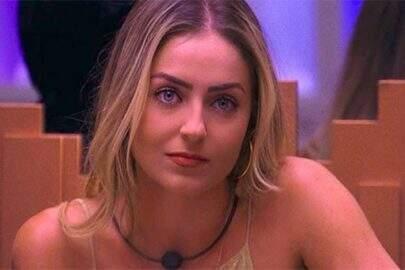 Campeã do BBB19, Paula recebe prêmio do reality show após reclamar da demora