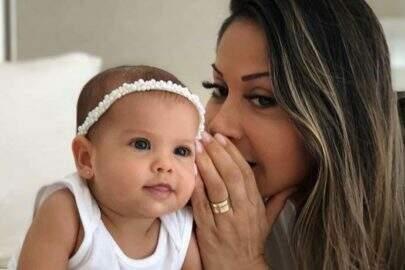 Mayra Cardi viraliza ao viajar com cinco malas para sua filha de 10 meses