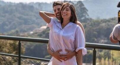 """Alok fica impressionado com tamanho da barriga de Romana: """"Ela está grávida?"""""""