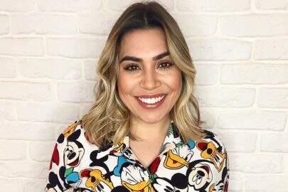 Naiara Azevedo posa com jaqueta transparente e fãs enlouquecem