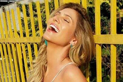 """Lívia Andrade posa com vestido colorido e volume impressiona: """"Rabetão"""""""