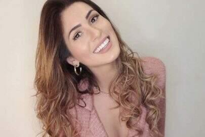 """Lívia Andrade deixa o medo de lado e pega uma """"perereca"""""""